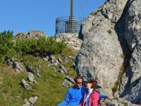 K1024_Wanderer vor dem Gipfelkreuz D80_0807-edit